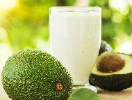 Рецепта Смути с авокадо, прясно мляко, цедено кисело мляко и мед